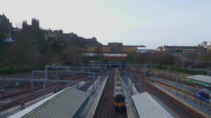 local de interesse : Waverly station - the main railway station in Edinburgh - EDINBURGH, SCOTLAND - JANUARY 10, 2020