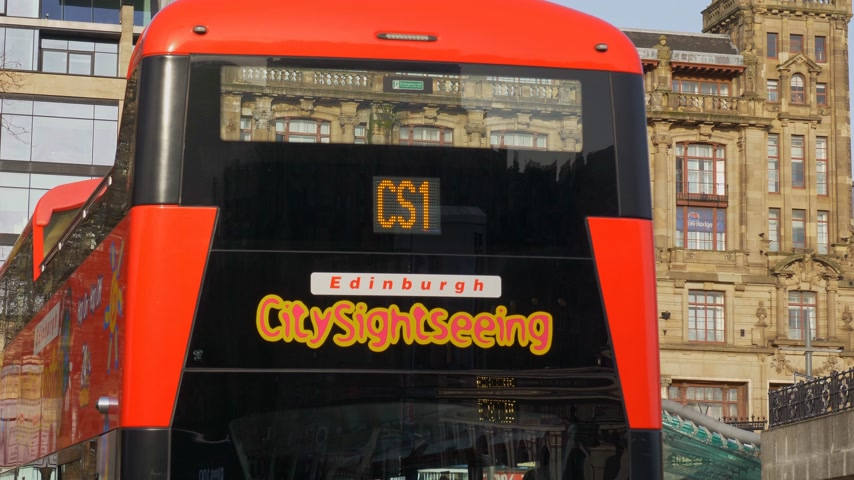 İskoçyalı : City sightseeing bus in Edinburgh - EDINBURGH, SCOTLAND - JANUARY 10, 2020