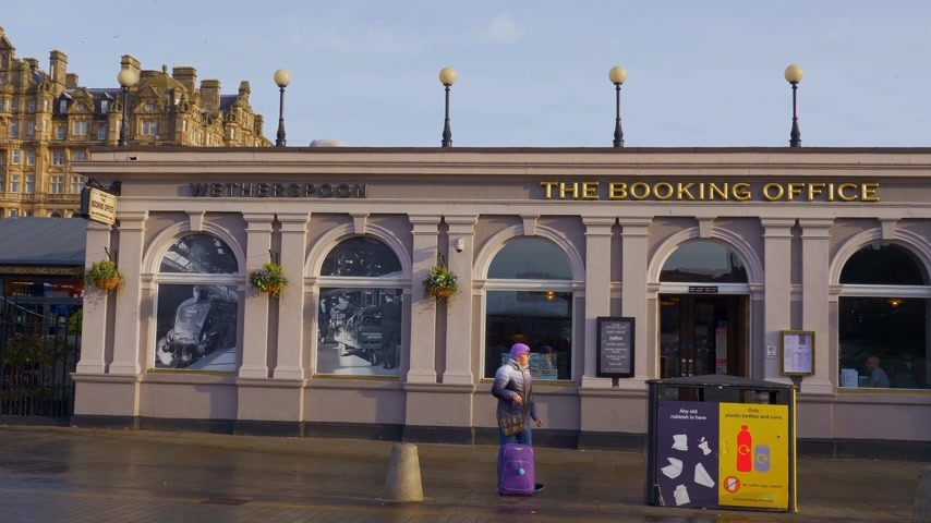 The booking office pub in Edinburgh - EDINBURGH, SCOTLAND - JANUARY 10, 2020 Stock Footage