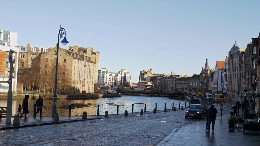 local de interesse : Beautiful district of Leith in Edinburgh - EDINBURGH, SCOTLAND - JANUARY 10, 2020 Stock Footage