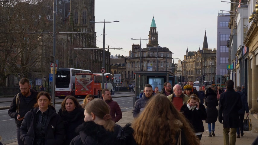 ilgi yeri : Walking on Princes Street Edinburgh - EDINBURGH, SCOTLAND - JANUARY 10, 2020