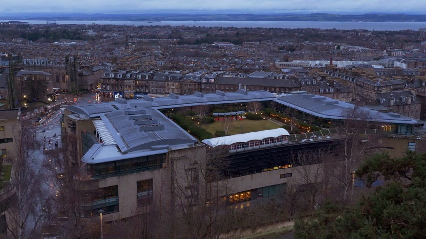Luchtfoto uitzicht over Edinburgh van Calton Hill - EDINBURGH, SCHOTLAND - 10 januari 2020
