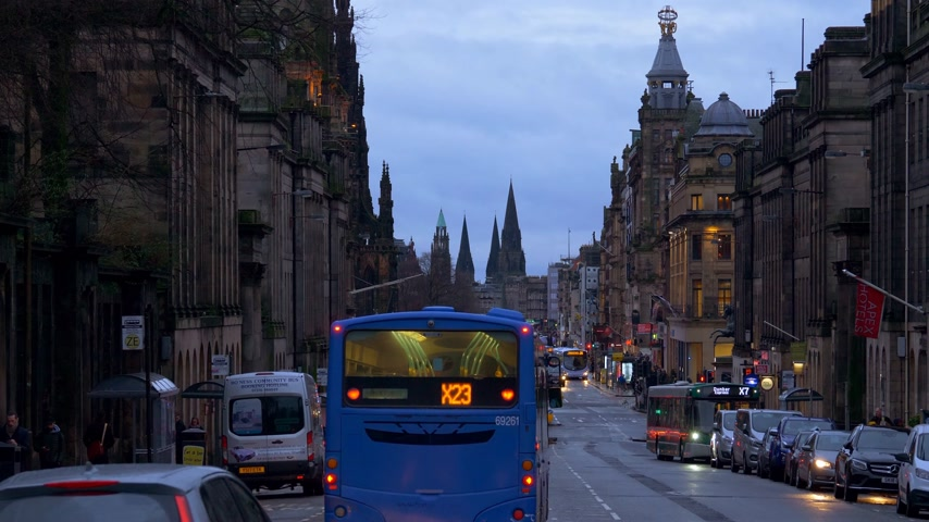 Beroemde Princes Street in Edinburgh - Edinburgh, Schotland - 10 januari 2020