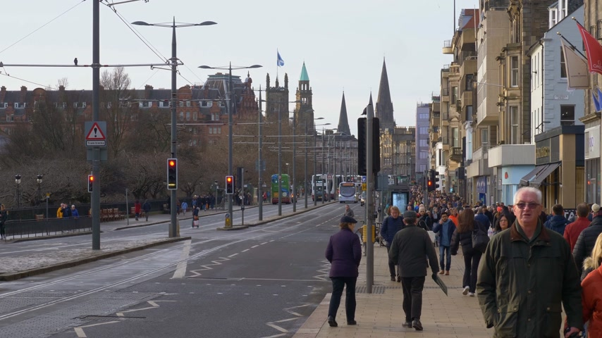 Street view Princes Street in Edinburgh - Edinburgh, Schotland - 10 januari 2020