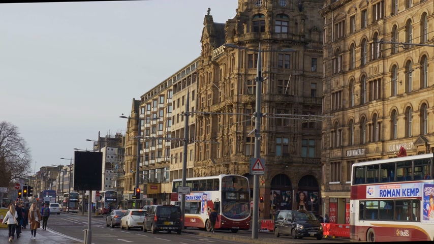 Beroemde Princes Street Edinburgh - EDINBURGH, SCHOTLAND - 10 januari 2020 Stockvideo