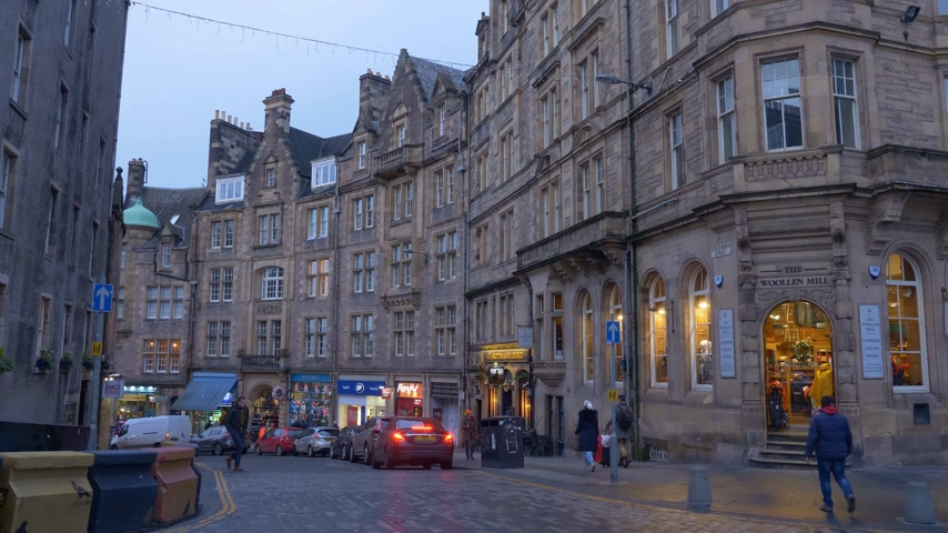 Amazing Cockburn street in Edinburgh Old Town - EDINBURGH, SCOTLAND - JANUARY 10, 2020