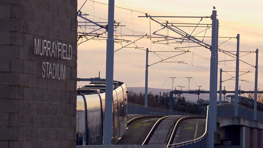 Tramsporen in de stad Edinburgh - EDINBURGH, SCHOTLAND - 10 JANUARI 2020