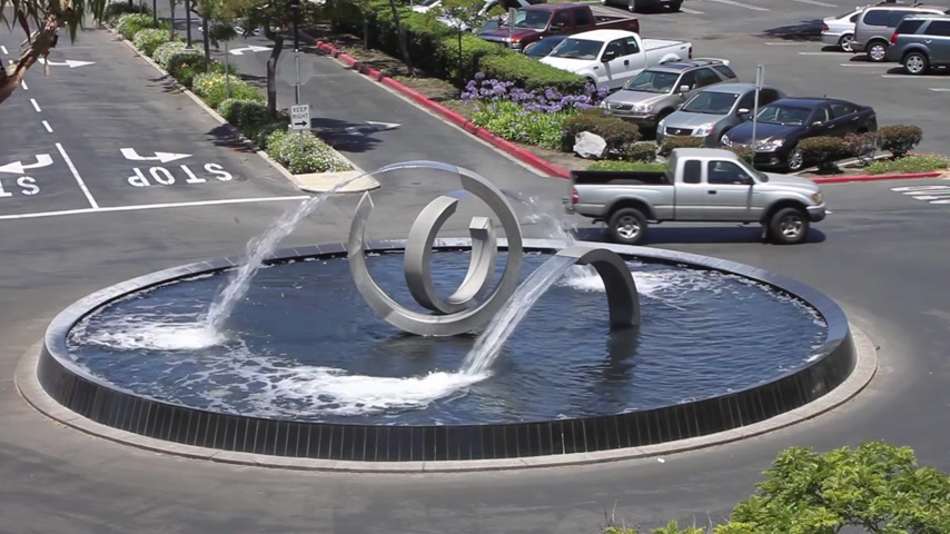 pompki : Fountain with modern abstract steel sculpture Wideo