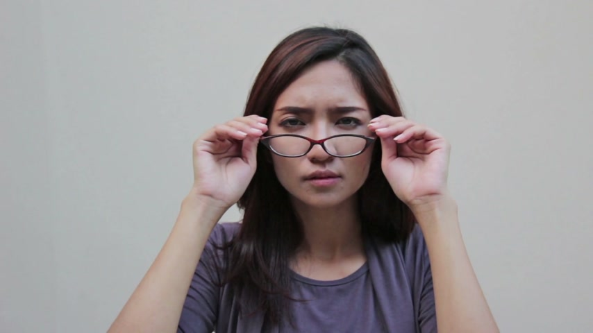 optyk : woman with eyeglasses and poor vision