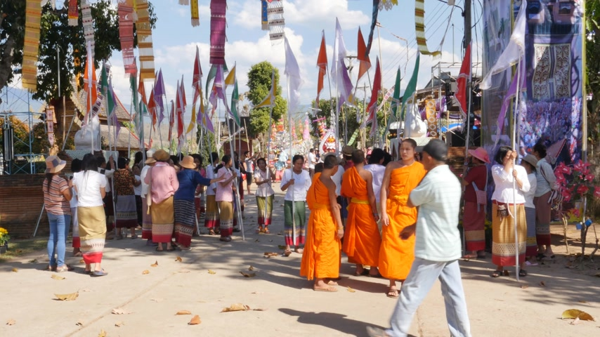 tanítvány : CHIANG MAI, THAILAND - FEBRUARY 23, 2015: The local monks and people in Mae Chaem district gathering on parade to celebrate the monastery in Poi Luang festival on February 23, 2015 in Chiang Mai, Thailand.
