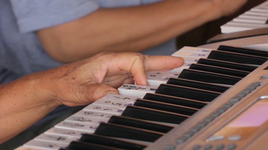 loção : closeup hands playing keyboard Stock Footage