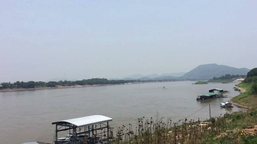 khong : time lapse Khong river on the side of Thailand Stock Footage