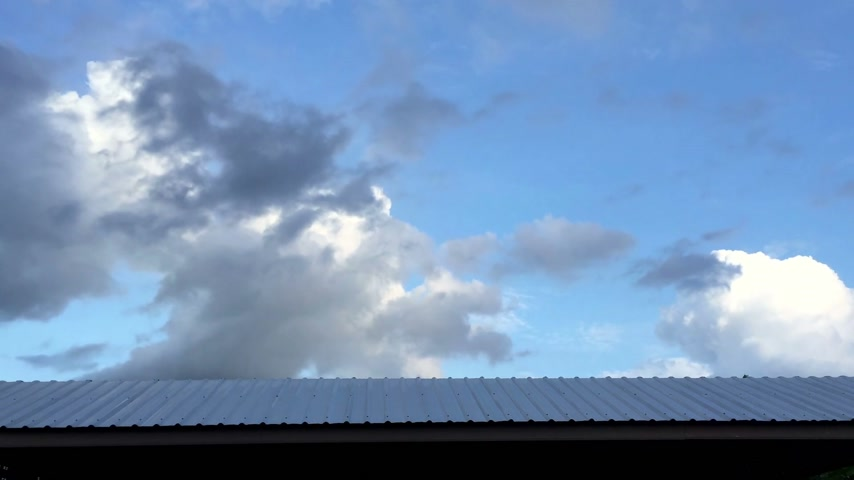 zastřešení : Time lapse moving cloud over the horizontal roof