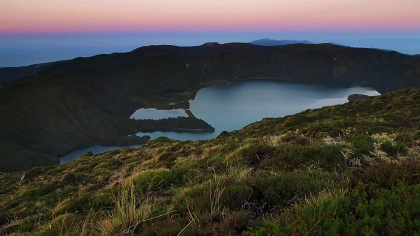 Stunningly beautiful volcanic crater lake Lagoa do Fogo ( Fire Lake ), Sao Miguel, Azores, Portugal. Vídeos