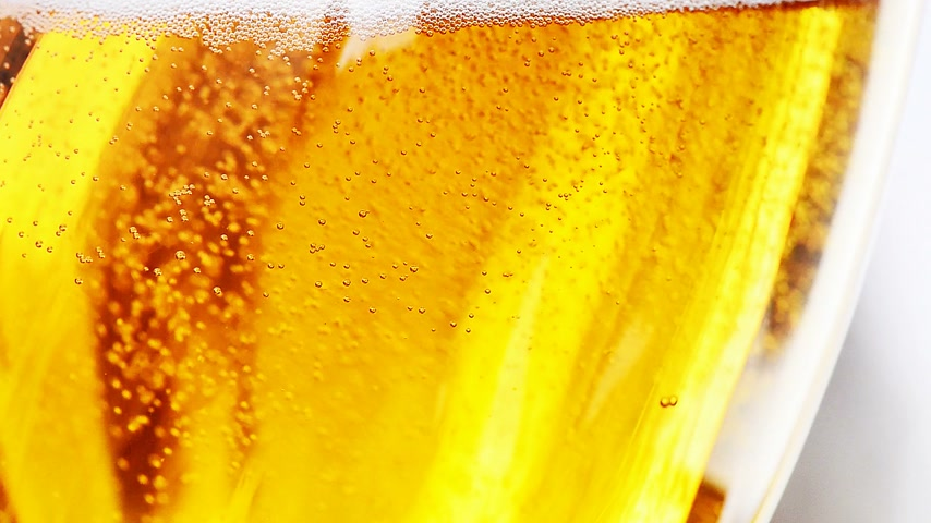 pint glass : bubbles in the beer glass, locked down Stock Footage