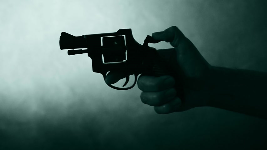 гангстер : silhouette of a mans hand with a handgun,real time