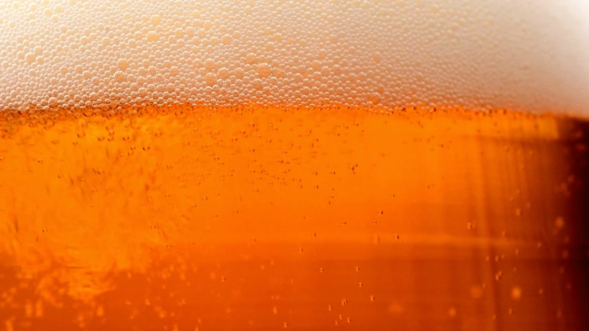beer tap : pouring beer into the glass