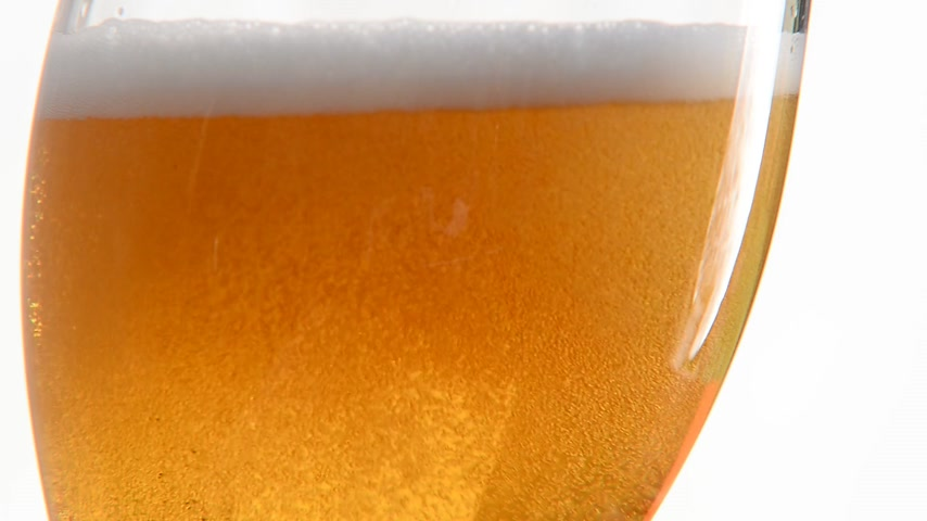 beer tap : pouring beer into the glass, real time, locked down