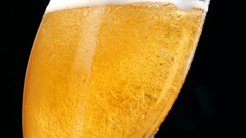 cervejaria : Pouring Beer into the Glass. Bubbles Are Rising.