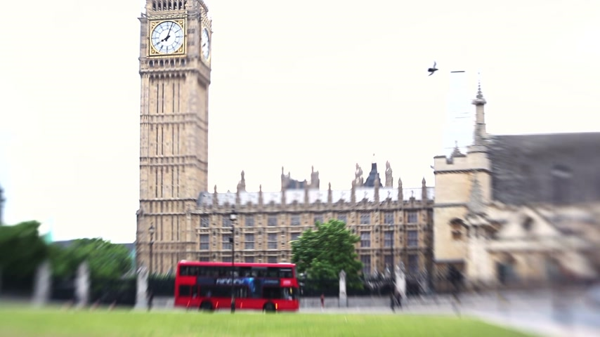 парламент : View on theWestminster Palace. Half blured with Lens Baby. Стоковые видеозаписи