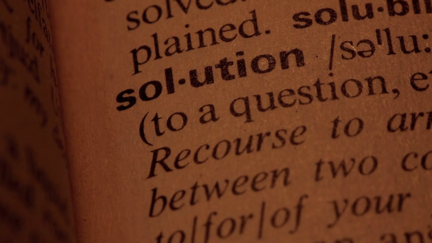 solução : Word solution in a dictionary lit with a spotlight