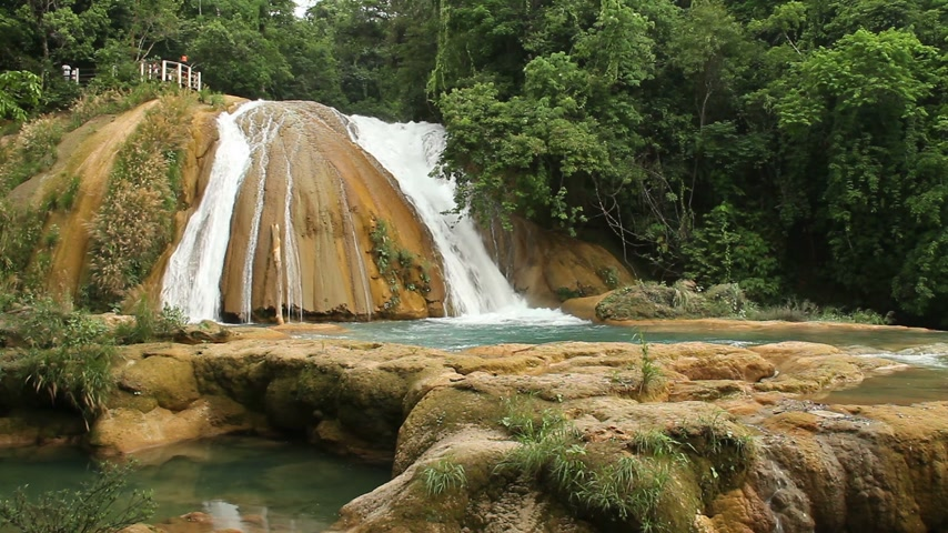 azul : Agua azul waterfall near Palenque in Mexico Stock Footage