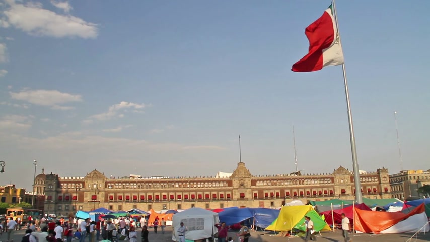 protesto : Protestors in a tents in front of the main National Palace on Zocalo in Mexico City