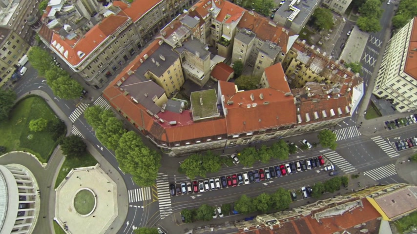 hırvatistan : Aerial view on the streets around House of Art in Zagreb, Croatia Stok Video