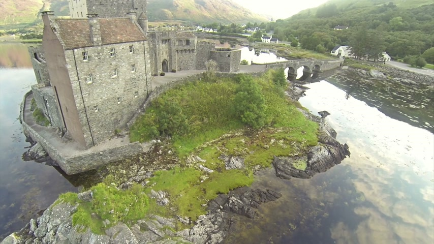aeródromo : Two scenes of camera flying near serene beautiful Eilean Donan Castle near Isle of Skye in Scotland.