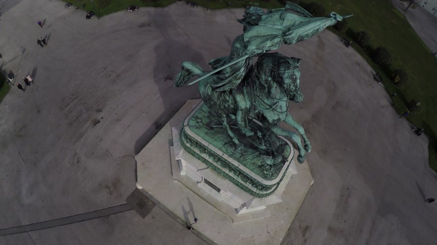 hofburg : Birds eye view on a statue on Heroes square in Vienna. Stock Footage