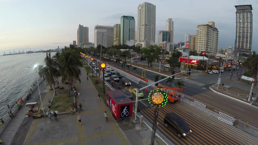 filipíny : April 03, 2016: Traffic Scene On Roxas Boulevard In Manila View From Above