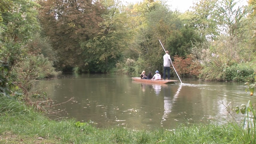 büyük britanya : Oxford England. People punting on the river. Summer, 30 seconds.