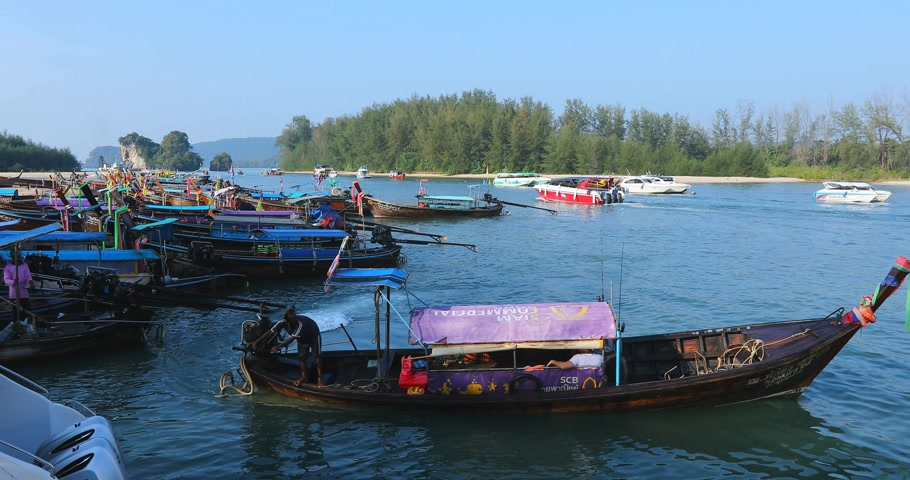 aonang : KRABI, THAILAND - DECEMBER 15, 2017 : Long tail boat and speed boat at Nopparat Thara Pier for the tourist to do island hopping and snorkeling. Ao Nang beach is a famous tourist destination.