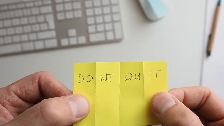 dobras : Businessman folds a sticky note, do it concept