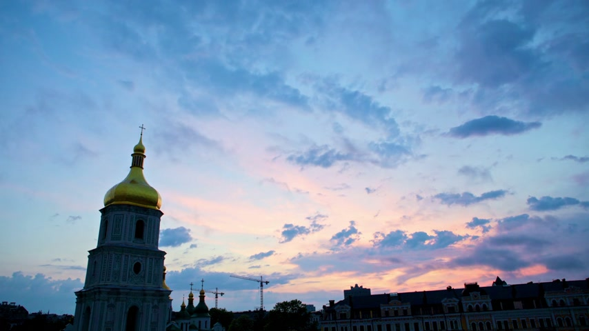 Украина : sunset over Saint Sophia Cathedral in Kiev, timelapse