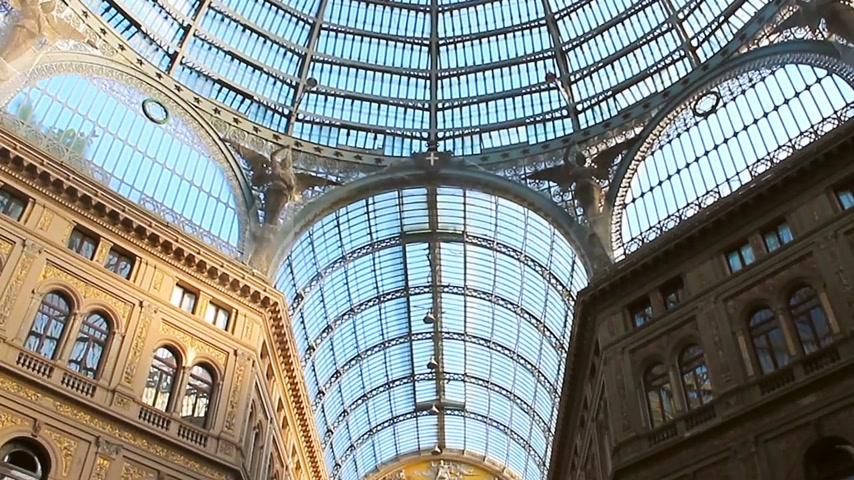 nápoles : Naples, Italy - July 2015: The correct form of the dome in the gallery of Umberto 1 Vídeos