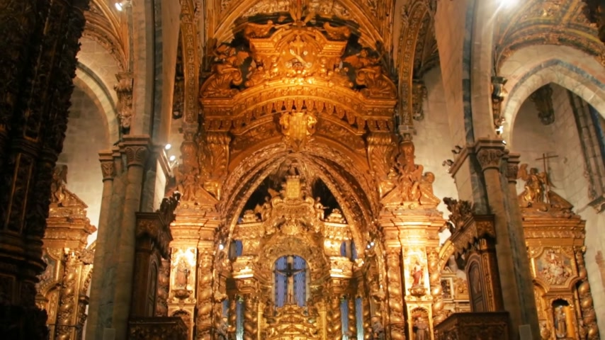 yaldız : Interior of the Church of San Francisco in Porto, Portugal