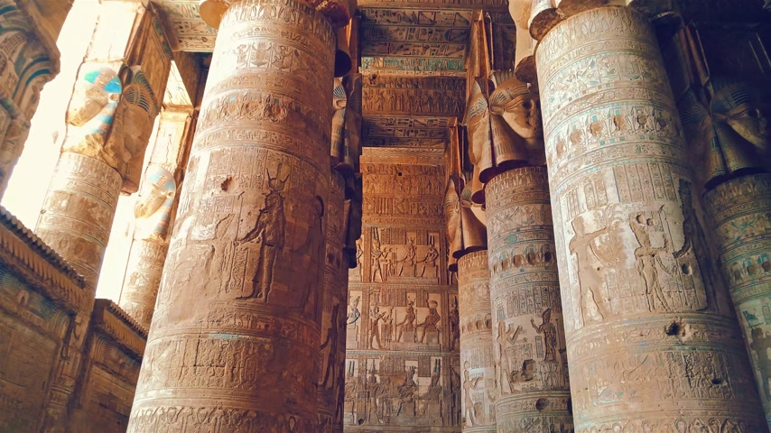 bohyně : Beautiful interior of the Temple of Dendera or the Temple of Hathor. Egypt, Dendera, Ancient Egyptian temple near the city of Ken Dostupné videozáznamy