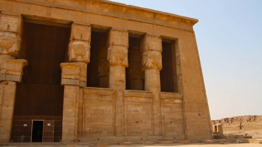 bohyně : The beautiful ancient temple of Dendera or Hathor Temple. Egypt, Dendera, Ancient Egyptian temple near the city of Ken.