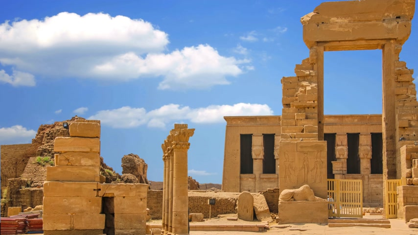 cara : The ruins of the beautiful ancient temple of Dendera or Hathor Temple. Egypt Vídeos