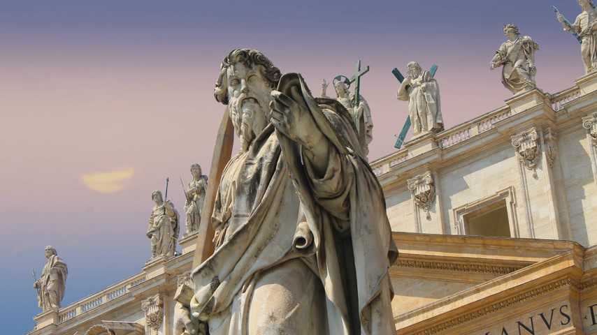 obelisk : Statues adorning the magnificent cathedral of Saint Peter in the Vatican Stock Footage