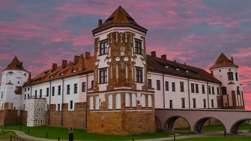 честный : Medieval castle in the city of Belarus