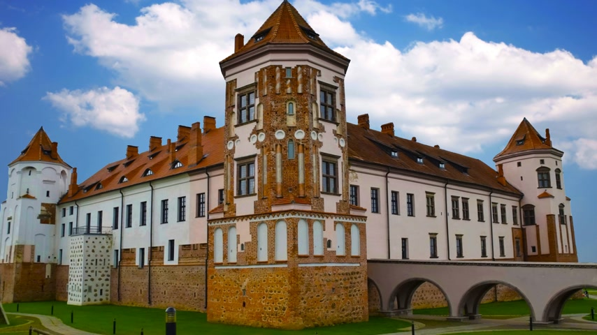 честный : Medieval castle in the city Mir of Belarus