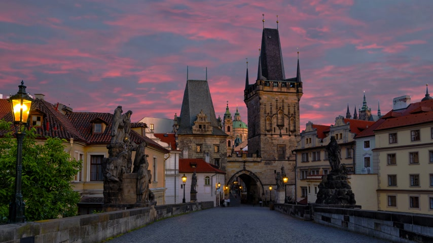 valoun : Evening Prague, a walk along the Charles Bridge.