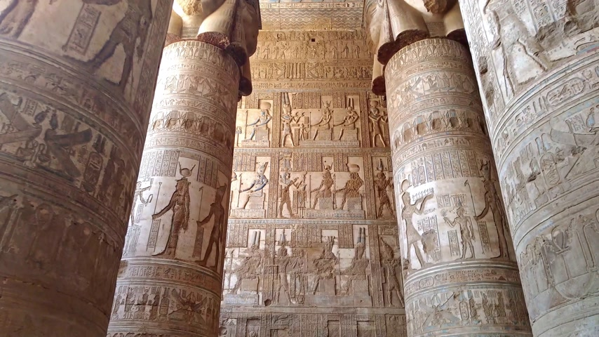 зодиак : Beautiful interior of the temple of Dendera or the Temple of Hathor. Egypt, Dendera, near the city of Ken.