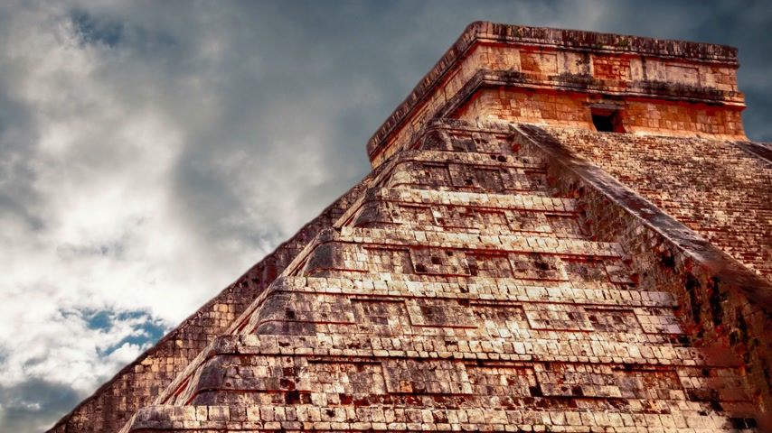 мифический : Chichen Itza Maya, Kukulkan Pyramid in Mexico Стоковые видеозаписи