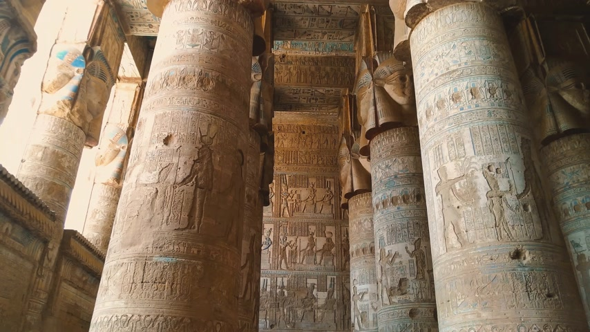 archeologie : Temple of Hathor. Egypt, Dendera, near the city of Ken.