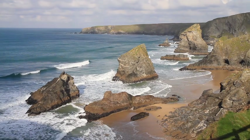 İngilizce : Carnewas and Bedruthan Steps on the North Cornish coast between Padstow and Newquay in Cornwall England UK