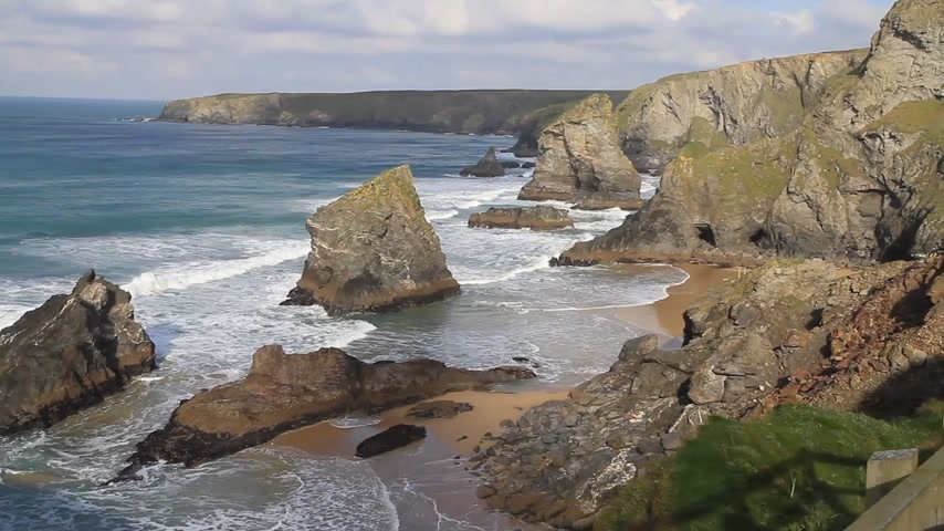 cliff : Carnewas and Bedruthan Steps on the North Cornish coast between Padstow and Newquay in Cornwall England UK
