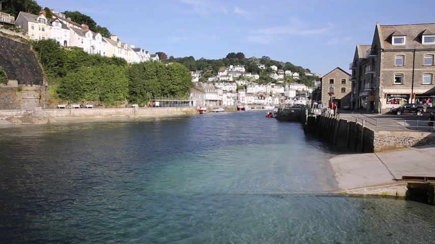 obec : Looe Cornwall England fishing port and harbour in this beautiful Cornish town on a sunny day